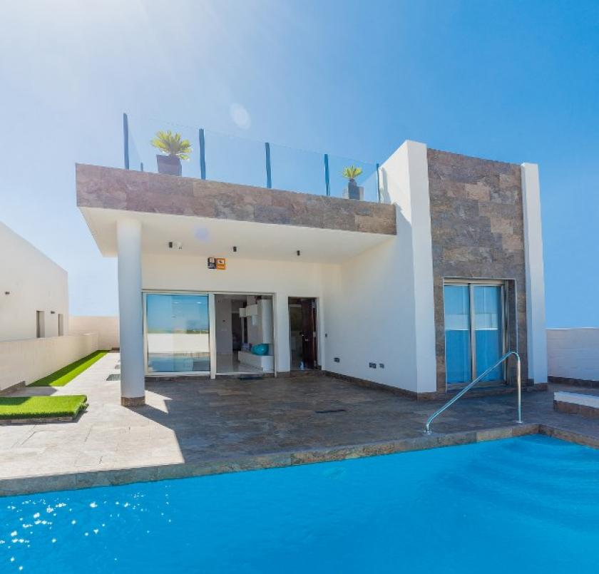 Lovely 3 Bedroom Detached Villa with Private Pool in Villamartín